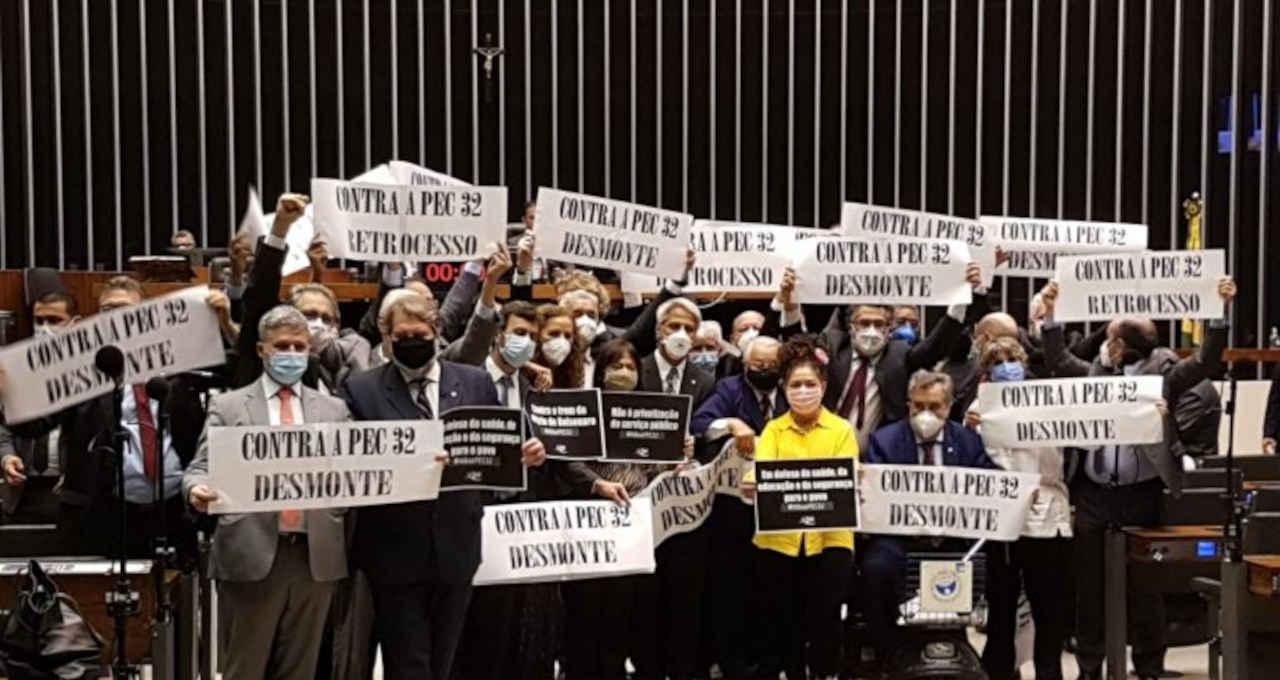 Protesto da oposição contra a reforma administrativa