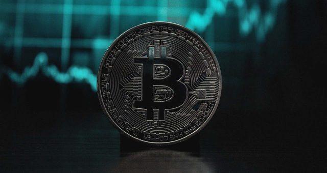Bitcoin cai abaixo de US$ 60 mil pela primeira vez em dez dias