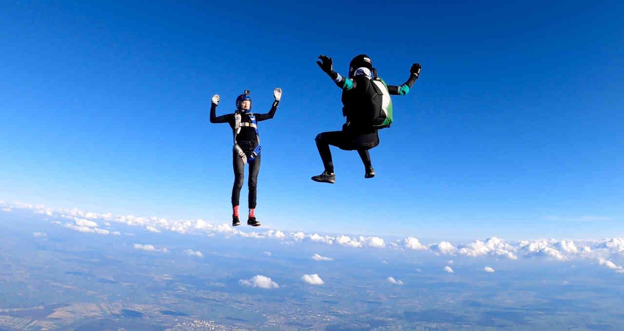 Queda livre; paraquedistas; paraquedas